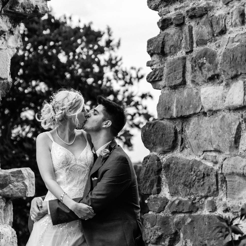 Bride and groom kissing tutbury castle